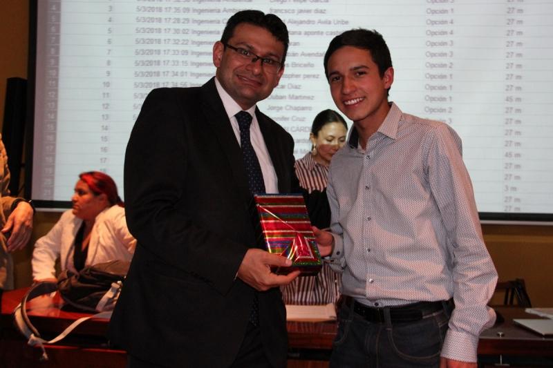 Студенты были измерены во II Межвузовской математической олимпиаде и VI Саберном и Победительном конкурсе Университета Санто-Томаса