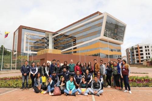 Студенты из Бояки наслаждались станциями 5 в открытом кампусе инженерной экологии
