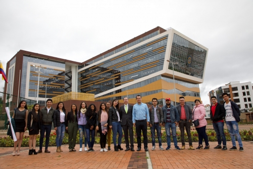 Meeting between the Mayoralty of Sutamarchán and scholarship students of the USTA Tunja