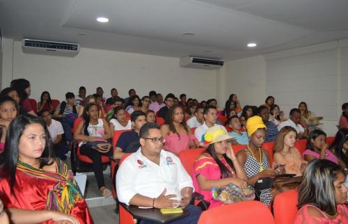 С важным представительством студентов и преподавателей, Юридической школы Секции Туньи, присутствовали в Университете Ла Гуахира